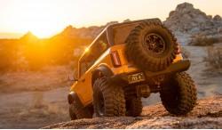 TRAXXAS TRX-4 2021 FORD BRONCO 1:10 4WD SCALE & TRAVEL CRAWLER RTR
