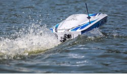 "PROBOAT SONICWAKE 36"" SELF-RIGHTING BRUSHLESS DEEP-V RTR (WHITE)"